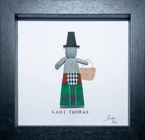 Pebble Art figure in Thomas Tartan